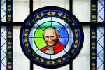 Witraż św. Jana Pawła II