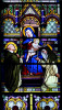Witraż Matki Bożej w prezbiterium
