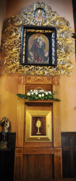 Ołtarz boczny MB Różańcowej z relikwiami św. Jana Pawła II